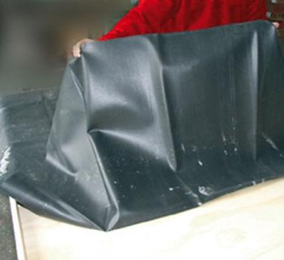 Első lépés lapostető szigetelés gumilemez leterítése a felületre